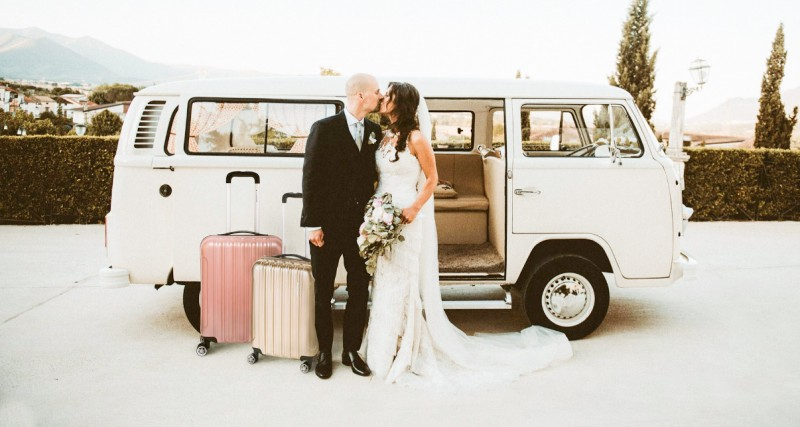 Na svadbě a už si balí kufry?